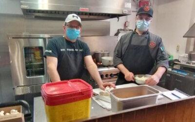 Gérer une cuisine de production : notre cuisinier-formateur profite du mentorat de la CCHM